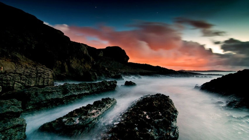 825x315 Ocean Black Rocks & Red Sky