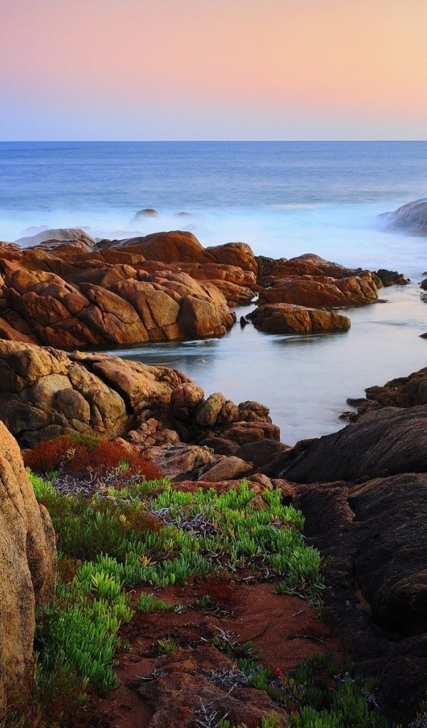 600x1024 Ocean Rocks Coast & Horizon