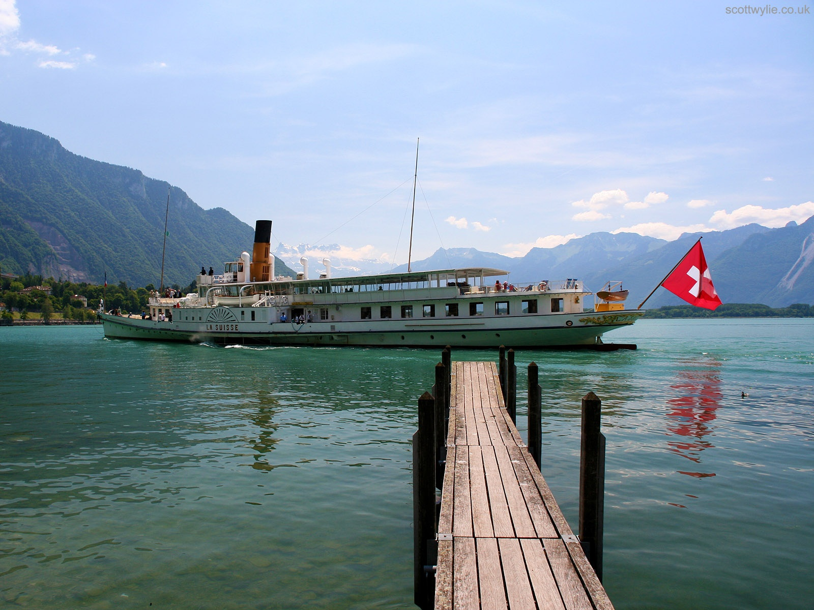 1600x1200 Paddle steamer on Lake Thun. desktop wallpapers and stock photos