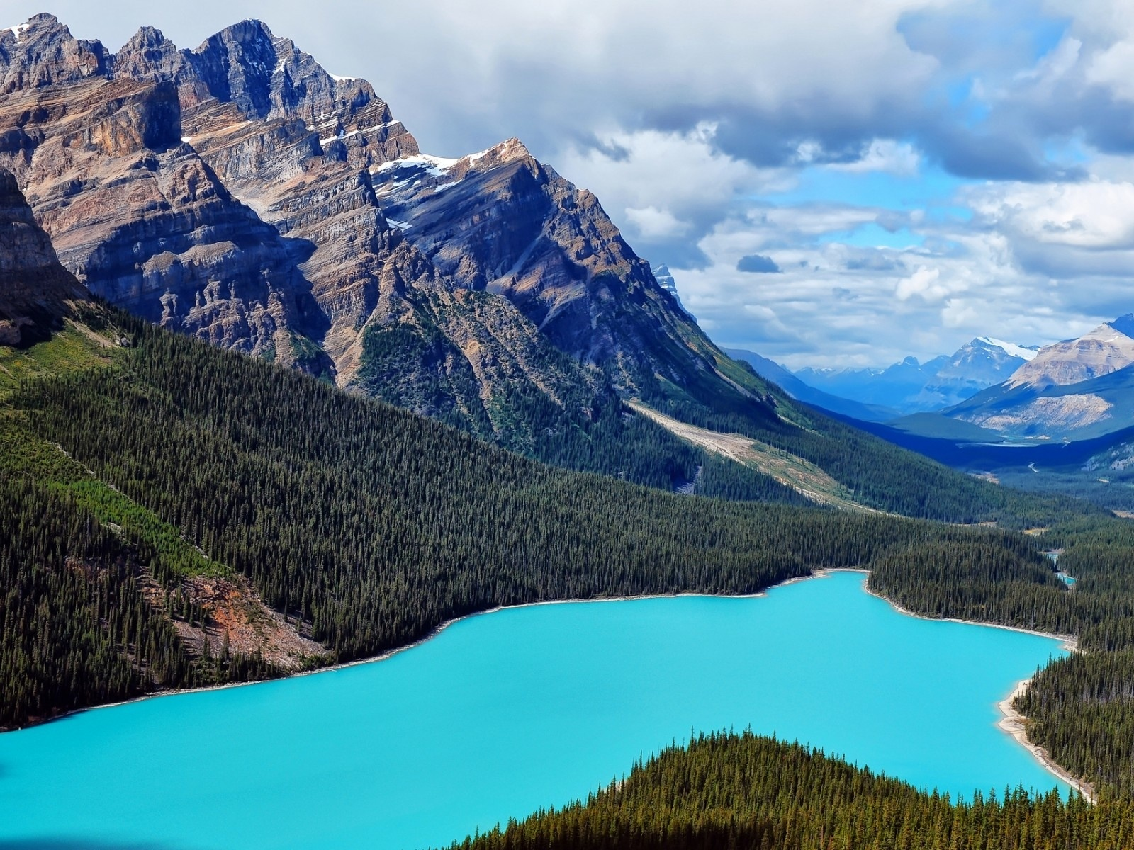 1600x1200 peaks aqua lake wood canada desktop pc and mac for Home wallpaper canada