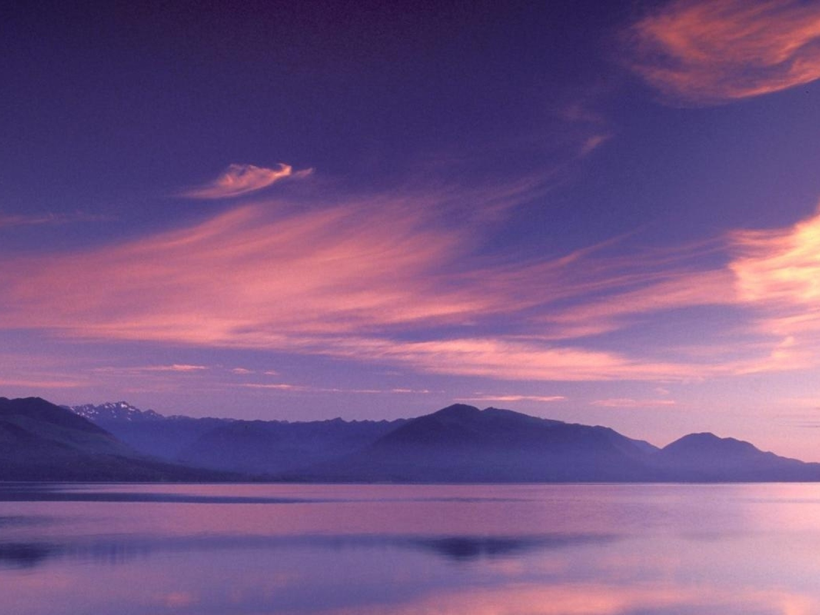 1600x1200 pink sky mountains amp sea desktop pc and mac