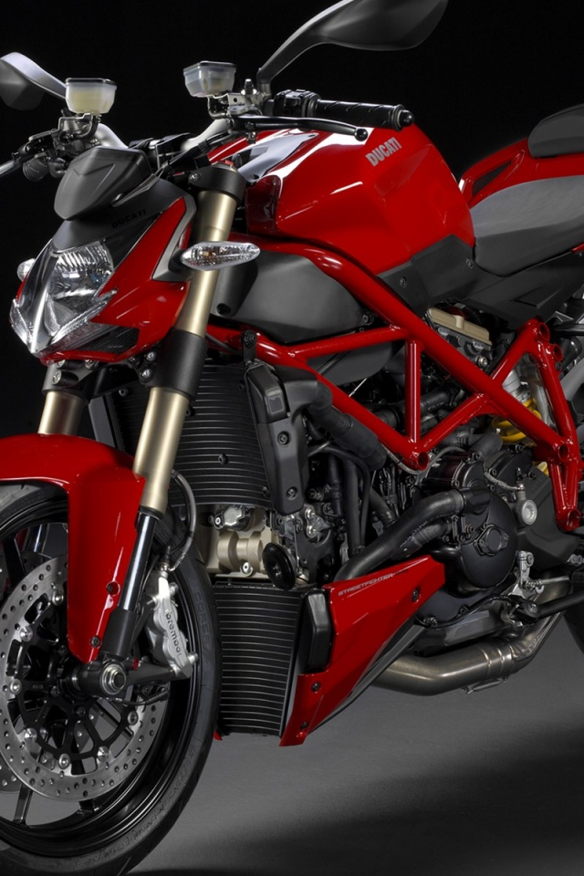 Beau 640x960 Red Ducati Streetfighter 848 Front Angle