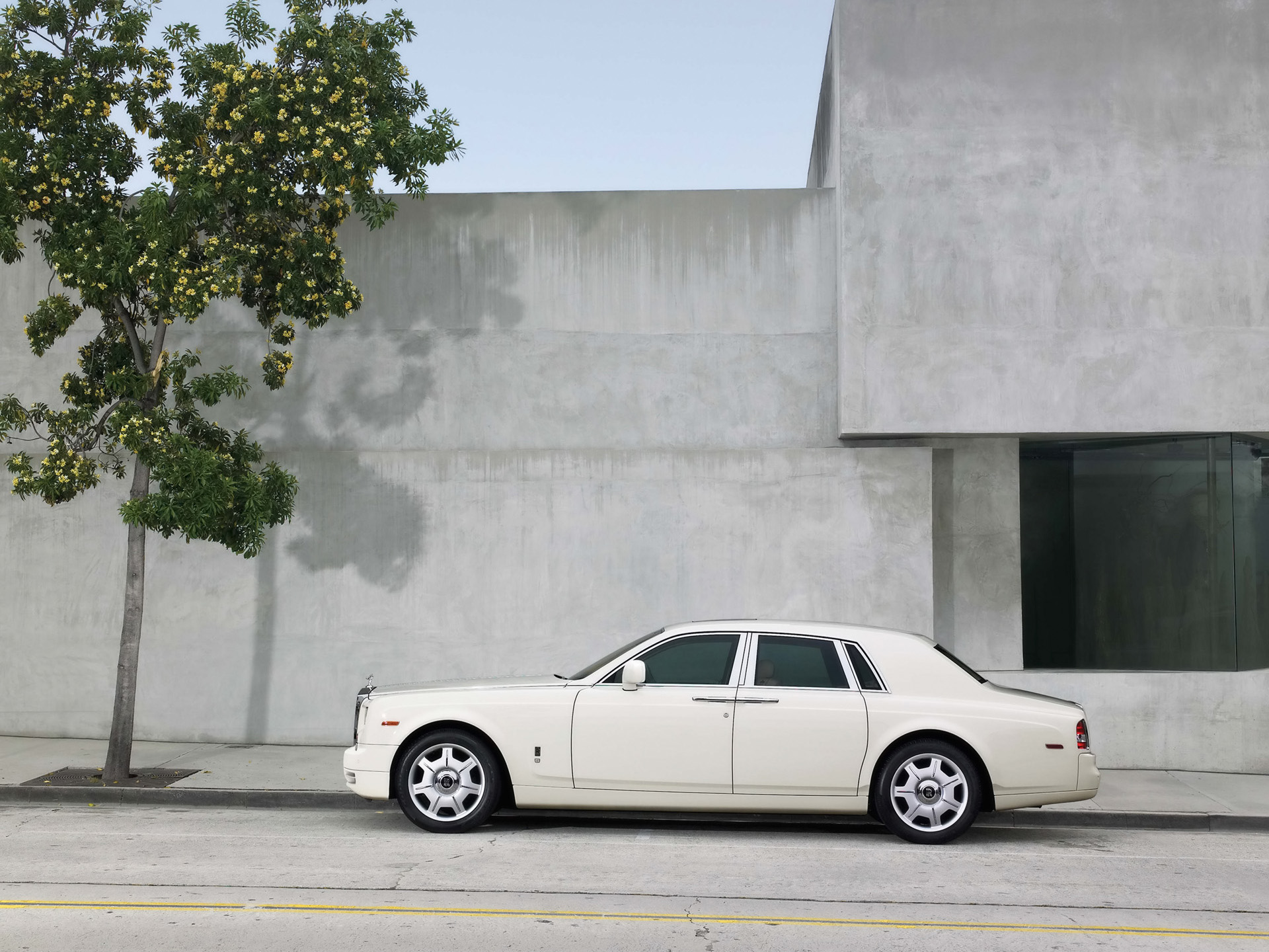 Image Rolls Royce Phantom Side 2 Wallpapers And Stock Photos