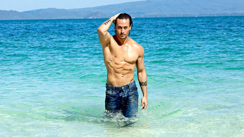 825x315 Sizzling Tiger Shroff hd Facebook Cover Photo