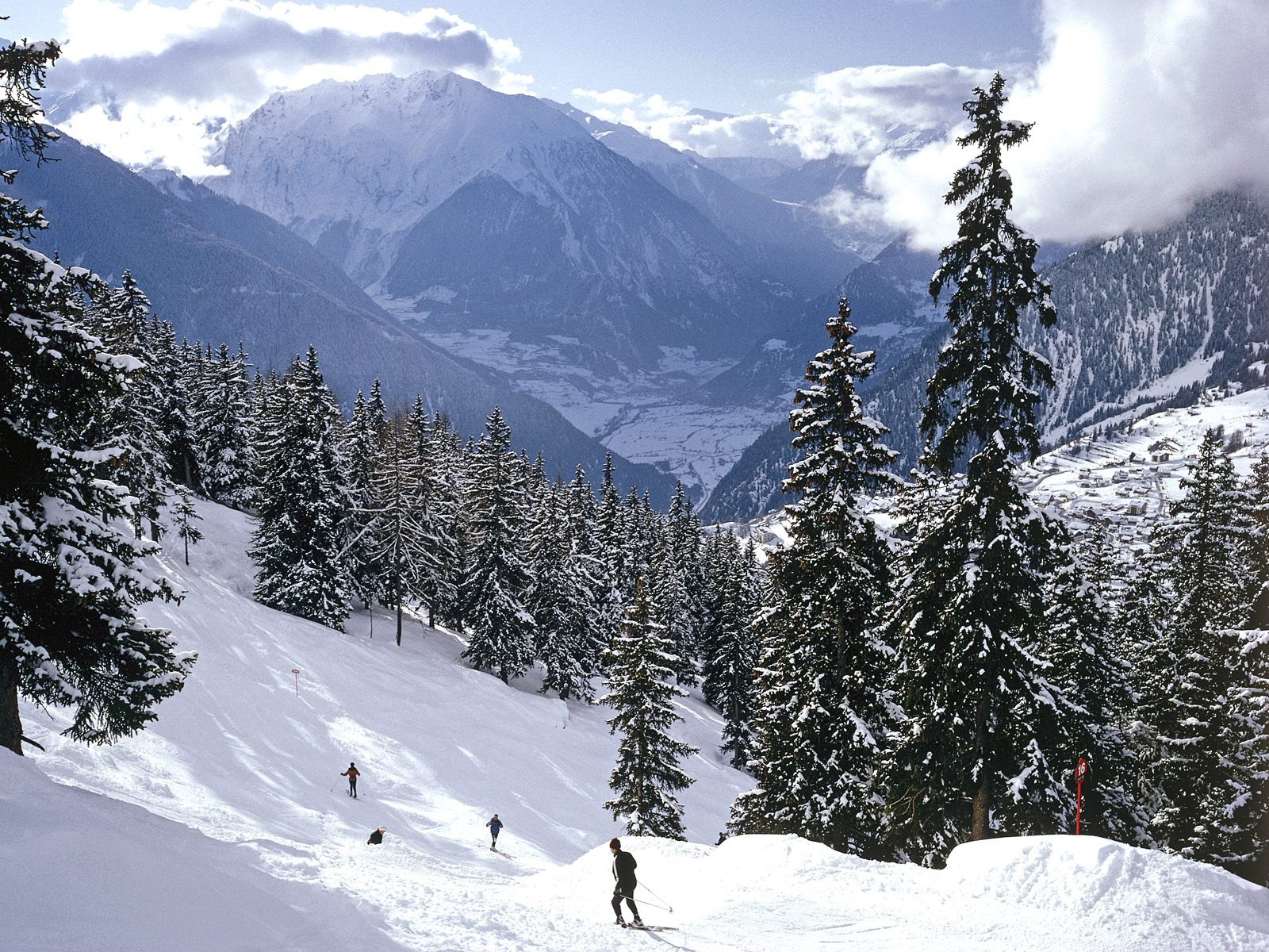 1600x1200 Skiing, Swiss Alps desktop wallpapers and stock photos