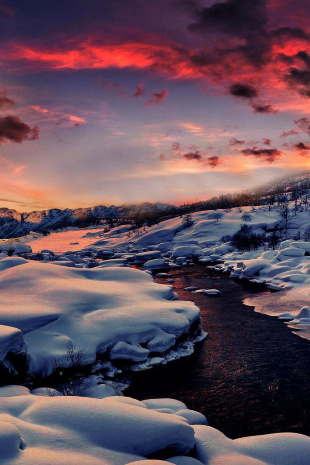 640x960 Small River Snowy Pink Sunrise Iphone 4 Wallpaper