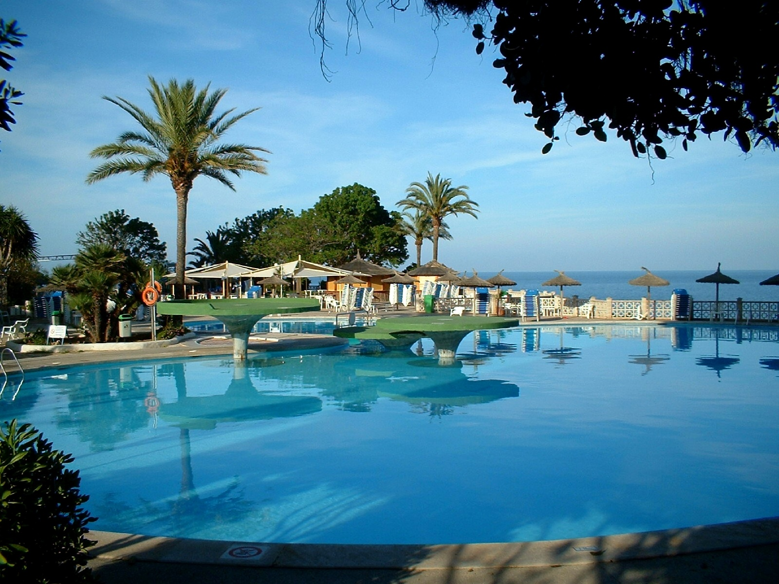 Spanien urlaub pool hintergrundbilder spanien urlaub for Pool time pools