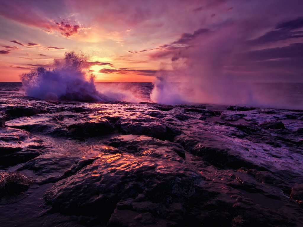 920x520 Splashing Waves Rocks & Sunset