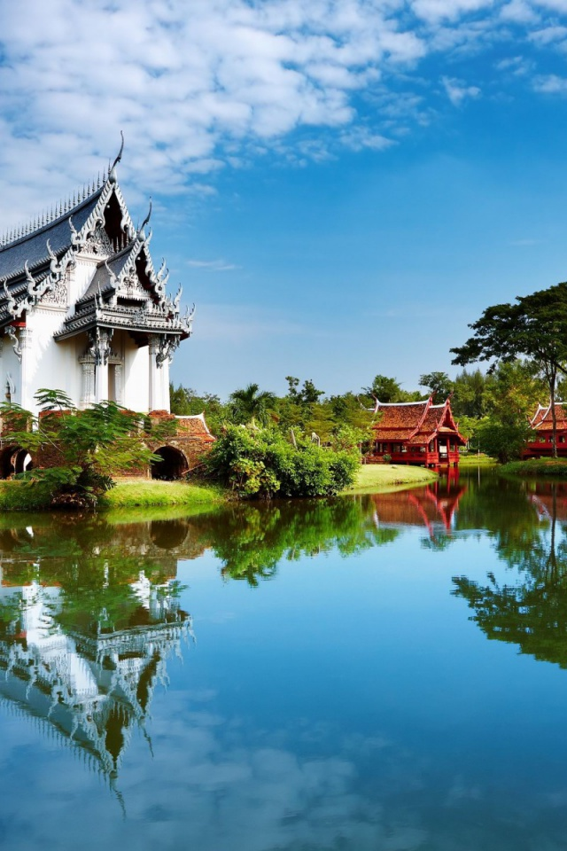 640x960 Temple Lake Scenery Thailand Iphone 4 Wallpaper