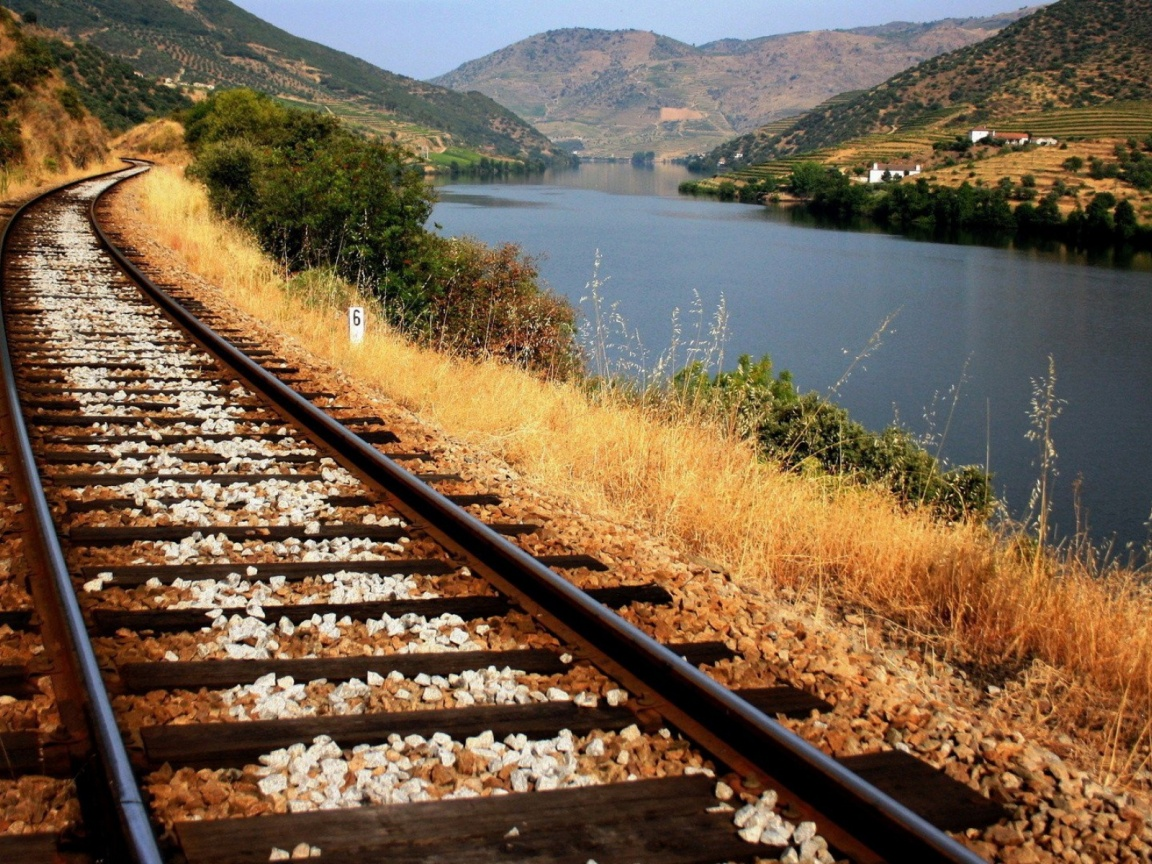 1152x864 Train Tracks Along The River