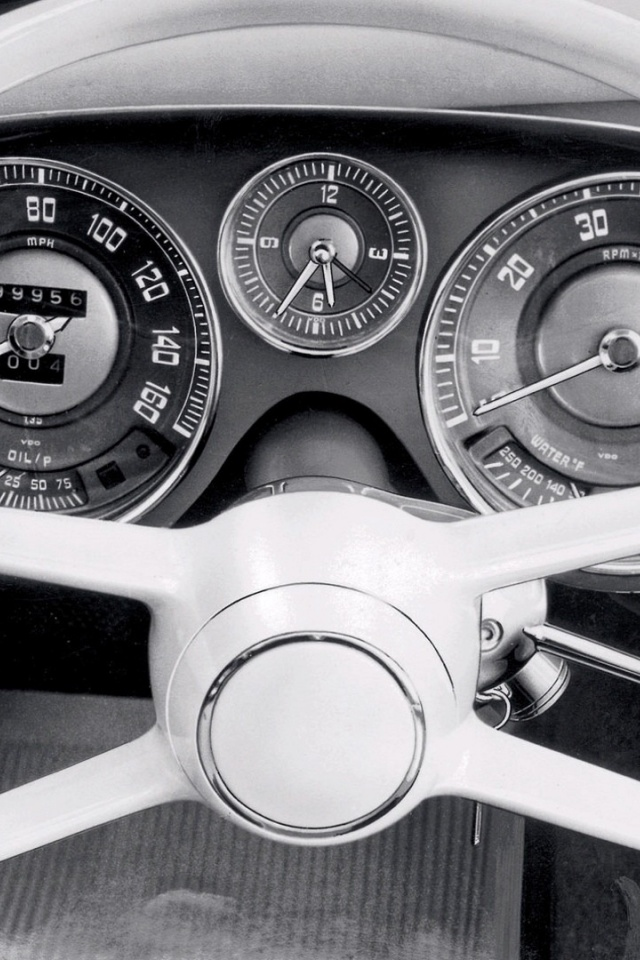 640x960 Vintage Car Dashboard Iphone 4 Wallpaper