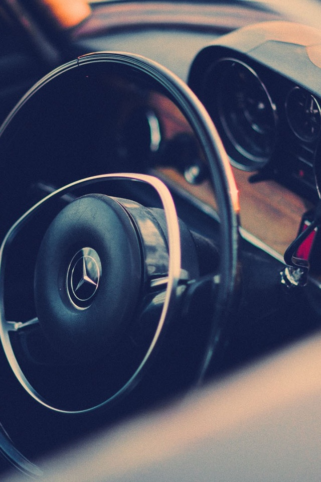 640x960 Vintage Mercedes Benz Steering Wheel Iphone 4 Wallpaper