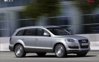 Audi Q7 right side wallpapers and stock photos