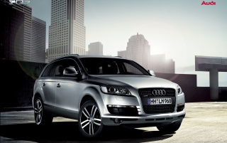 Next: Audi Q7 in town