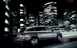 Audi Q7 in city wallpapers and stock photos
