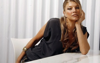 Fergie im schwarzen Kleid wallpapers and stock photos