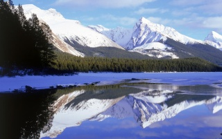 Maligne Lake wallpapers and stock photos