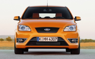 Ford Focus ST vor wallpapers and stock photos