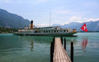Previous: Paddle steamer on Lake Thun.