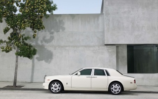 Random: Rolls Royce Phantom Side 2