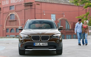Random: BMW X1 Couple