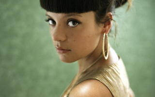 Lily Allen vestido de oro 5 wallpapers and stock photos