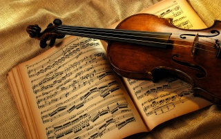 Random: Violin and notes