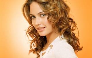 Previous: Josie Maran smile
