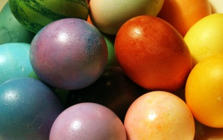 Pascua huevos de colores wallpapers and stock photos