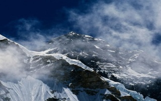 Mount Everest-Morgen-Licht wallpapers and stock photos