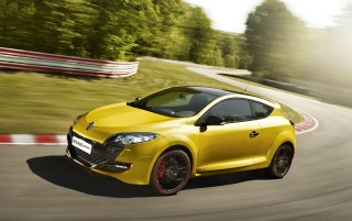 Random: Renault Megane RS Trophy on the track
