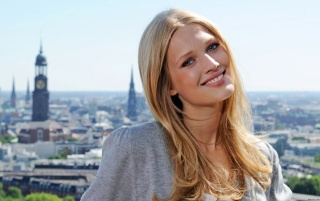 toni-garrn wallpapers and stock photos