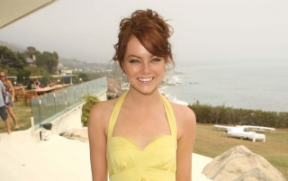 Emma Stone vestido amarillo wallpapers and stock photos