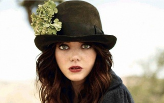 Emma Stone Sombrero Negro wallpapers and stock photos