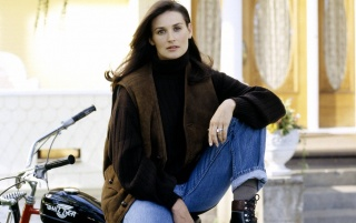 Demi Moore de bicicletas wallpapers and stock photos