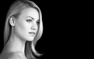 Random: Yvonne Strahovski Graceful