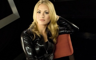 Yvonne Strahovski Negro Chaqueta de cuero wallpapers and stock photos