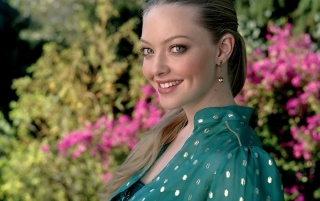 Amanda Seyfried Smile wallpapers and stock photos
