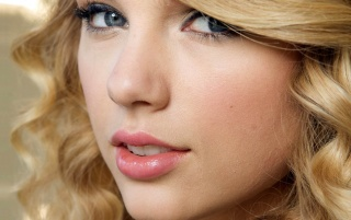 Next: Taylor Swift Closeup