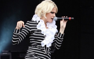 Pixie Lott Singing wallpapers and stock photos