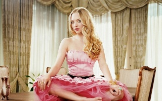 Amanda Seyfried Pink Dress wallpapers and stock photos