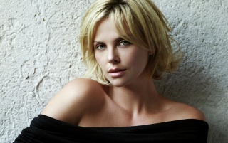 Charlize Theron caliente wallpapers and stock photos