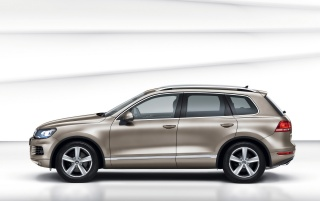 New VW Touareg Side Hybrid Studio wallpapers and stock photos