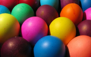Hermosos colores los huevos de Pascua wallpapers and stock photos