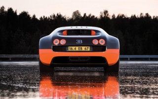 Bugatti Veyron in the Rain wallpapers and stock photos