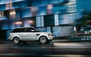 2013 Silver Land Rover Range Rover Sport movimiento lateral wallpapers and stock photos