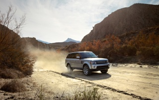 2013 Land Rover Range Rover plateado Deporte de movimiento frontal wallpapers and stock photos