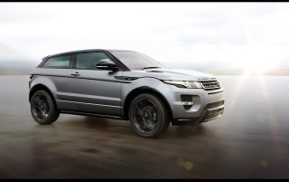 Random: 2012 Range Rover Evoque Special Edition with Victoria Beckham Side Angle Speed