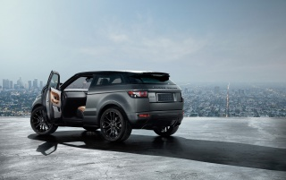 Previous: 2012 Range Rover Evoque Special Edition with Victoria Beckham Static Side Angle