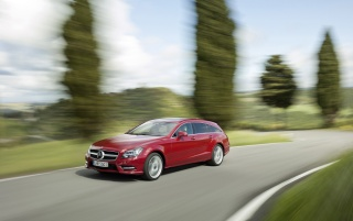 2012 Mercedes-Benz CLS Shooting Brake CLS 500 4MATIC Red Front Angle Speed wallpapers and stock photos